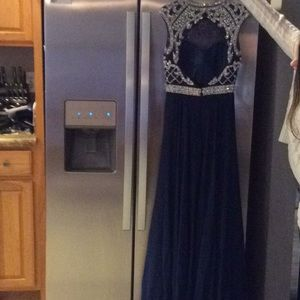 Dresses - Beautiful prom dress or evening gown